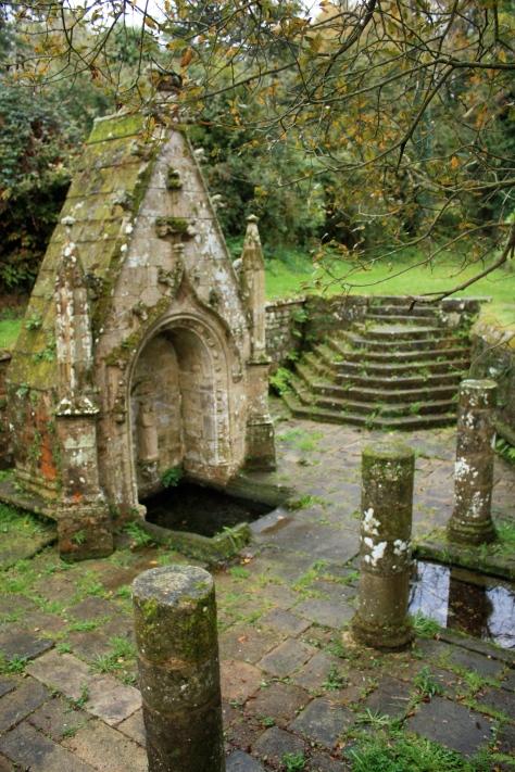La source près de l'église de Quelven